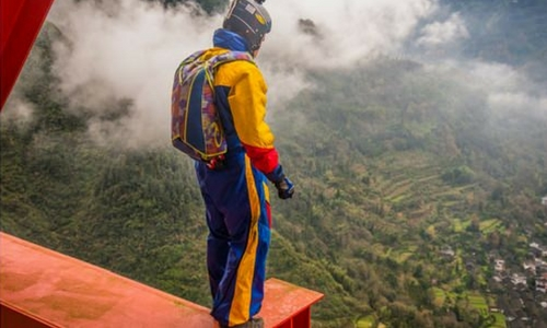 Differences Between Skydiving and BASE Jumping